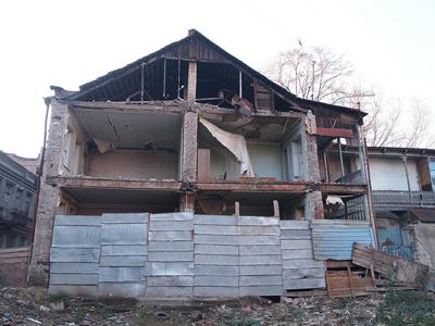 Crumbling house - DDohler