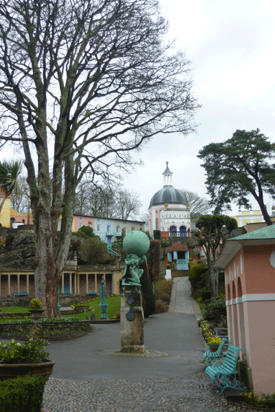 Image of atlas statue in Portmeirion