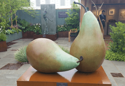 Image of a statue of two pears