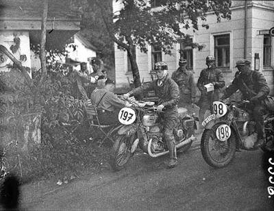 Image of riders at 1939 IDST
