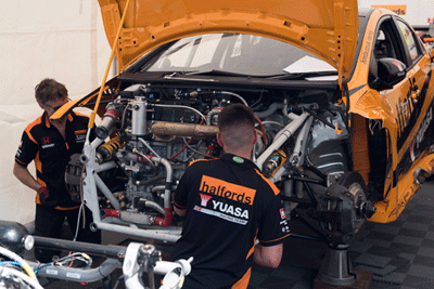 Image of team working on damaged BTCC car