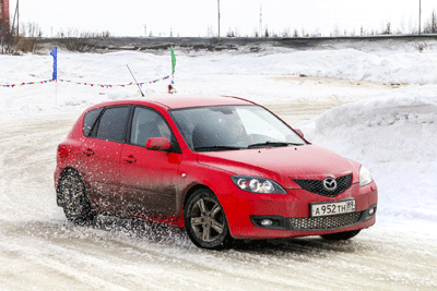 Image of a grimy car in winter