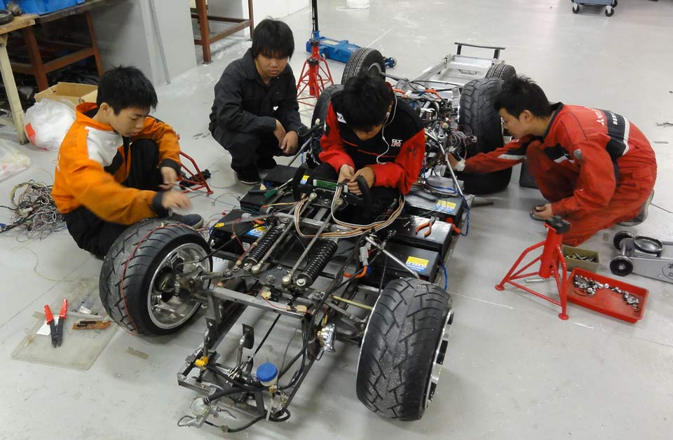 Japanese students tinkering with world's lowest car's skeleton