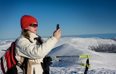 ski-woman-with-phone