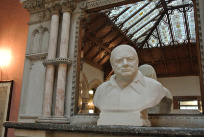 Image of bust of Winston Churchill